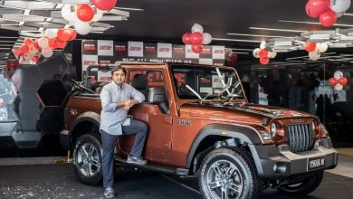 Photo of Mahindra hands over new Thar #1 to auction winner Aakash Minda